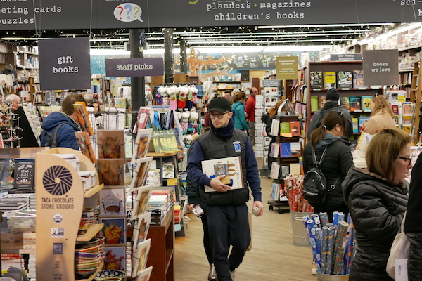 Shipping Delays Frustrate Indies' Holiday Season